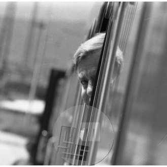 Milan Kučan na vlaku na poti v Warmbad na pogovor z nemškim zunanjim ministrom Hansom Dietrichom Genscherjem v času vojne za obrambo samostojne Slovenije, 1991.
