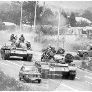 TS 911014-8, Prvi dan. Prodor tankov JLA proti slovensko-italijanski meji, okolica Nove Gorice, 27. 6. 1991.