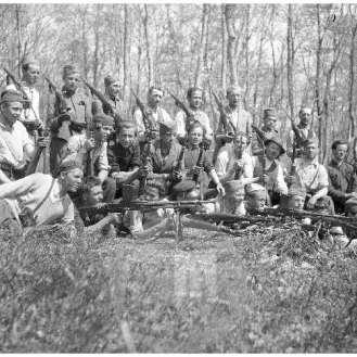 1251/11: Borci 2. grupe odredov na Kremenjaku blizu Trebnjega spomladi 1942.