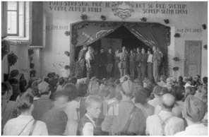 261/9: Nastop Invalidskega partizanskega pevskega zbora, Dolenjske Toplice, 10. 8. 1944.