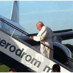 Odhod papeža Janeza Pavla II. z njegovega prvega obiska v Sloveniji, Maribor, 1996.