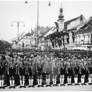 631: Praznovanje prve obletnice prihoda Nemcev v Maribor, 12. 4. 1942, foto Veit.