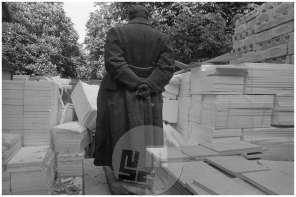 TS 140591, Kip Josipa Broza Tita kiparja Antuna Avgustinčića na ploščadi pred Muzejem, v času prenove Muzeja ljudske revolucije, Ljubljana, 14. 5. 1991.