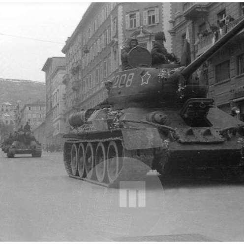 81a/28: Tanki partizanske vojske v Trstu, maj 1945.