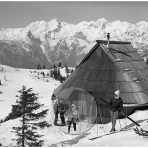 EPt2299_1: Velika planina, marec 1968, foto Janez Lampič.