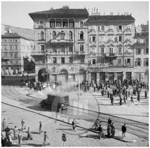 ES-301-21: Vsakodnevni prizori nasilja na tržaških ulicah ob prihodu angloameriške zavezniške komisije, 1946.