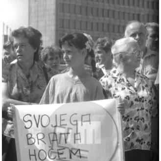 ES-304-3: Zahteva svojcev slovenskih vojakov, da se ti po razglasitvi osamosvojitve Slovenije vrnejo iz JLA domov. Ljubljana, julij 1991.