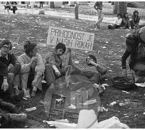 es-380-14_PO: »V čigavih rokah bodo pa grablje in metle?« (objavljeno 14. 6. 1976 v Pavlihi v rubriki Stotinka humorja Edija Šelhausa) – študentske manifestacije, Ljubljana, okrog 1970.