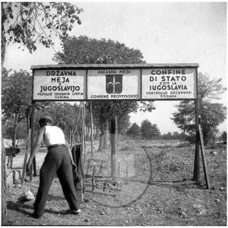 ES-477-2: Postavljanje začasne mejne table med Jugoslavijo in Italijo, 1947.