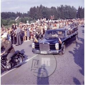 FS4309-1: Etiopski cesar Haile Selasie in Josip Broz Tito se peljeta na letališče Brnik, 27. 6. 1972, foto Vladimir Čuk .