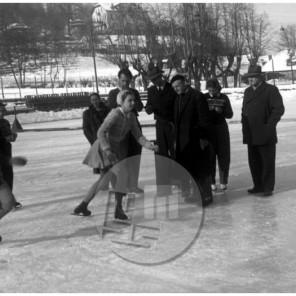 FS5250_37: Državno prvenstvo v drsanju za pionirje, desni Stanko Bloudek, Ljubljana, 26. 1. 1950, foto Jože Mally.