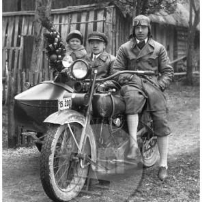LP2952: Gospod Goričnik z motorjem, 1929, steklena plošča 16x12 cm.
