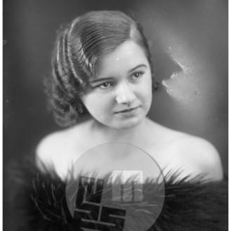 LP322: Erna Vovk, 1933, steklena plošča 16x12 cm.