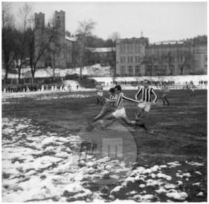 MC611102_8: Nogometna tekma med O. Krim in Ilirijo na Rakovniku v Ljubljani, 5. november 1961.