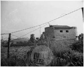 P216: Italijanski okupatorji so Ljubljano spomladi 1942 obdali z bodečo žico, foto Jakob Prešeren.