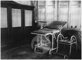 Notranjost barake bolnice Franja z operacijsko sobo, dolina Pasice, 15.–31. maj 1945.