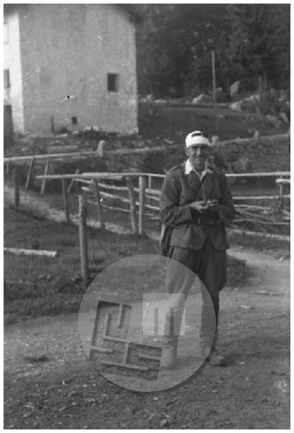 Fograf Edi Šelhaus se je na svoji poti v Belo Krajino ustavil na Lokvah, september 1944.
