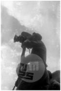 Nepregledno množico in dogajanje na prvomajski proslavi v Trstu je posnel tudi fotoreporter Edi Šelhaus, 1. maj 1946.