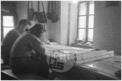 Risalnica Geodetske sekcije - Peter in Ljuba. Poljane, 14.2.1945.
