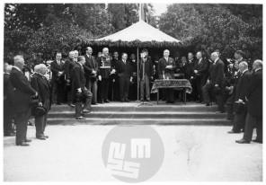 SL6296: Na otvoritvi 10. jubilejnega ljubljanskega velesejma govori predsednik velesejma Fran Bonač, Ljubljana, 29. 5. 1930.