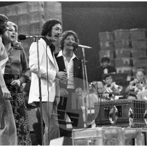 Bele vrane med nastopom na Slovenski popevki v Hali Tivoli v Ljubljani s pesmijo Letalovlak, 7.–9. junij 1973.