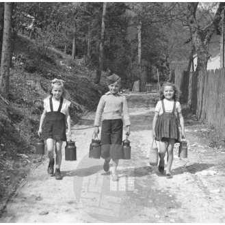 Otroci so šli po mleko, Jesenice, 27. 4. 1947.