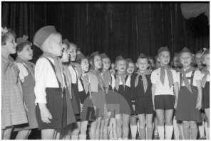 Sprejem cicibanov v pionirsko organizacijo, Ljubljana, 1954.
