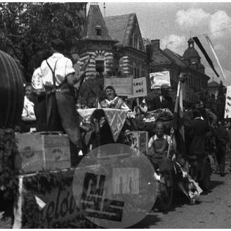 FS3216_26: Prvomajska parada v Ljubljani, 1.5.1946, foto Miloš Švabić.