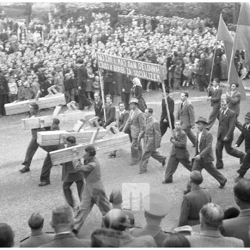 FS4844_28: Prvomajska parada v Ljubljani, 1.5.1949, foto Božo Štajer.