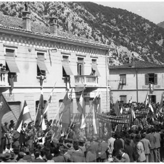 FS5383_007: Prvomajsko praznovanje v Solkanu, 1.5.1960, foto Jože Mally.