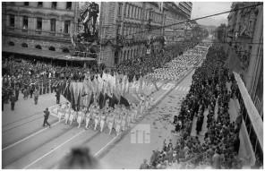 mš202_4: Prvomajska parada v Ljubljani, 1.5.1960, foto Marjan Ciglič.