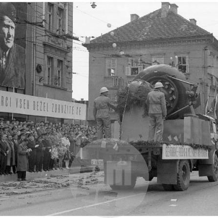 MC610502_37: Prvomajska parada v Ljubljani, 1.5.1961, foto Marjan Ciglič.