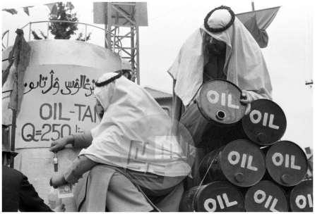 MC740203_26a; Nedelja, 14.2.1974: Šejki so v zameno za litijske smeti ponujali nafto. Foto: Marjan Ciglič.