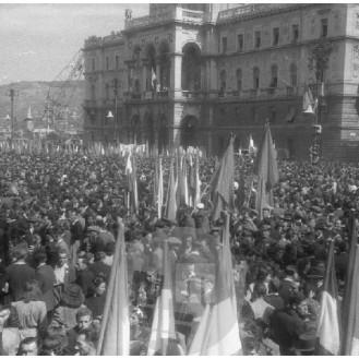 SJ33_10: Prvomajska parada v Trstu, 1.5.1946, foto Sandi Jesenovec.