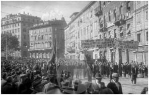 SJ33_2: Prvomajska parada v Trstu, 1.5.1946, foto Sandi Jesenovec.
