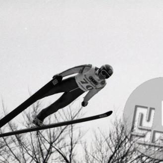 NB634_047: Šved Jan Boklöv v Planici leta 1990, zmagovalec v končni razvrstitvi svetovnega pokala v sezoni 1988/1989, je uvedel škarjasti slog, ki je v nekaj letih povsem spremenil skakalni svet. Foto: Nace Bizilj