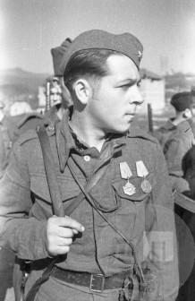 Dvakrat odlikovani partizan, borec jurišnega bataljona, Črnomelj, 18.4.1944 (ali 1945). Foto: Edi Šelhaus