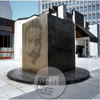 Dob_24, Spomenik Ivanu Cankarju pred Cankarjevim domom v Ljubljani
