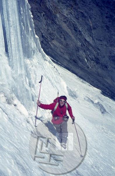 Stane Belak- Šrauf na poti na vrh brez imena, ki so ga poimenovali Koh-i-Džašin (5902 m) – prvenstvena smer 18.8.1968. Foto: Franc Štupnik-Cicko