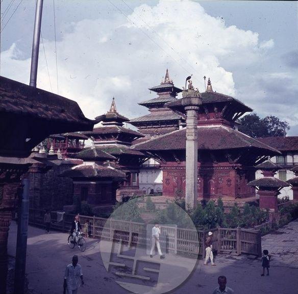 Kathmandu je mesto stoterih templjev v čast neštetim hindujskim bogovom . Foto: Aleš Kunaver.