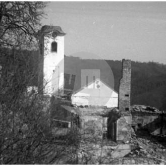 FCn04_031: Požgana cerkev na Zlatem polju.