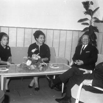 FSII868_9: Sprejem Kirka Douglasa pri Titu. Brdo pri Kranju, 7. 11. 1964. Foto: Leon Jere.
