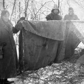 505_29: Taborišče Bazoviške brigade v Kozjih stenah v Trnovskem gozdu decembra 1944, foto: neznan.