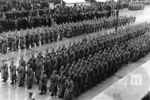Zbor domobrancev v na Kongresnem trgu. Ljubljana, 1944, foto: neznan.