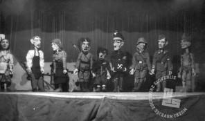 13433: Celotna zasedba lutk v predstavi Jurček in trije razbojniki, foto: neznan.