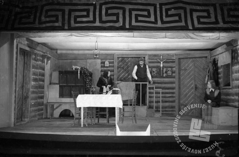 "1664_3: Prizori iz igre ""Raztrganci"", Matej Bor, Črnomelj, 25.2.1945, foto: Edi Šelhaus."