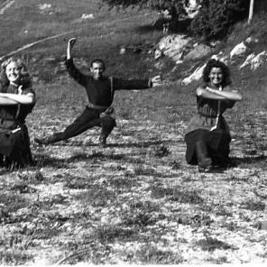 170_13: Člani SNG plešejo ruski narodni ples. Črnomelj, julij 1944., foto: Bavec.