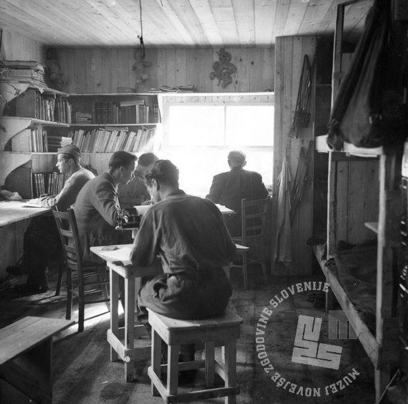 364_5: Člani znanstvenega inštituta pri delu v Kočevskem rogu, 1944, foto: neznan.