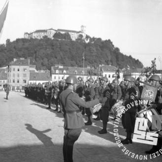 P_42: Kongres italijanske vojaške godbe pred Kazino na Kongresnem trgu. Ljubljana, julij 1941, foto: dr. Jakob Prešeren.