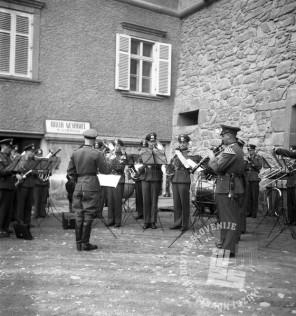 Di594: Proslava obletnice okupacije Maribora, 11. in 12. 4. 1942, promenadni koncert, 11. april 1942, foto Veit.